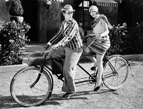 vintage-couple-on-a-tandem-bike